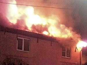 В Андреевке горит коттедж