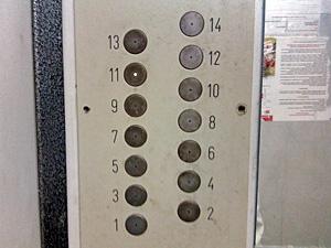 В 2013 году лифты заменят в семи корпусах