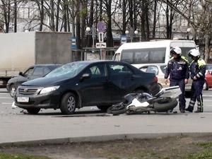 У станции Крюково мотоциклист врезался в машину