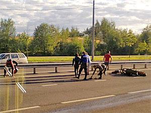 Кроссовер сбил мотоциклиста у 20-го микрорайона