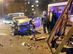 На Панфиловском проспекте нетрезвый водитель легковушки разбился о тягач «Мосгортранса»