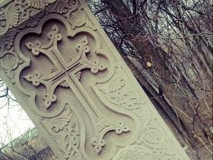 У Никольского храма установили хачкар