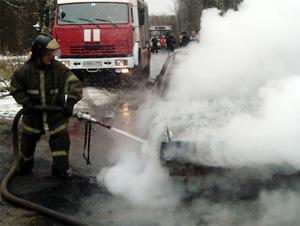 В новогоднюю ночь в 9-м микрорайоне сгорела машина