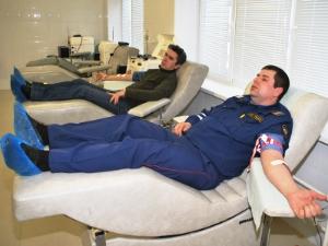 Милиционеры сдали кровь для пострадавших в теракте
