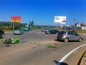 Два человека разбились на мотоцикле у деревни Горетовки