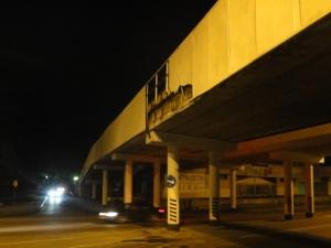 Грузовик едва не снес пешеходный мост