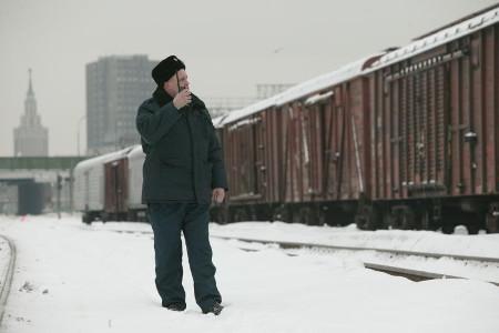 У Ленинградского вокзала поезд сбил человека