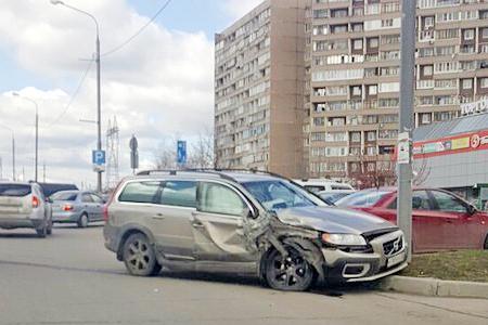 Водитель автобуса спровоцировал двойную аварию на Георгиевском проспекте