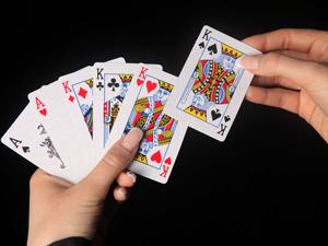 Игра в карты под выпивку закончилась поножовщиной
