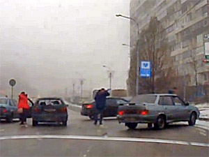 В аварии на улице Логвиненко пострадала женщина