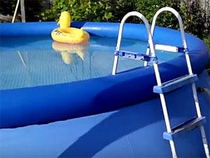 В Льялово ребенок утонул в надувном бассейне