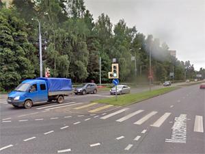 Водитель серьезно пострадал после наезда на разделительный газон на Московском проспекте