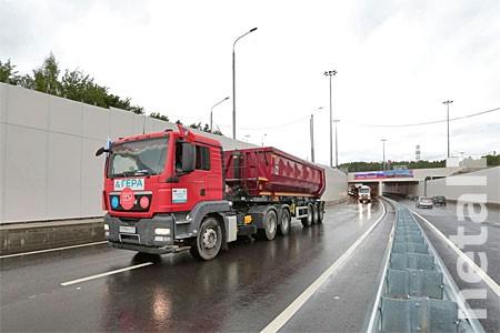 Запуск развязки у «Штыков» отметили проездом колонны грузовиков «Геры»