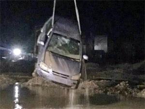 У промзоны Алабушево машина съехала в овраг с водой