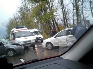 В столкновении двух легковушек пострадала пассажирка