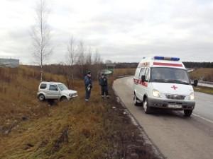 Легковушка вылетела в кювет на Кутузовском шоссе