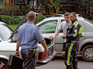 Пьяный «бомбила» без прав устроил гонки с «гаишниками» по дворам
