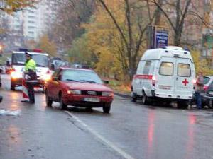 В 19-м микрорайоне автомобиль сбил подростка