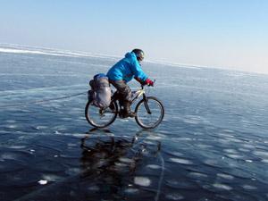 На велосипедах по льду Байкала