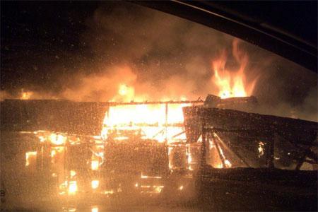 На Фирсановском шоссе сгорел магазин с шаурмой