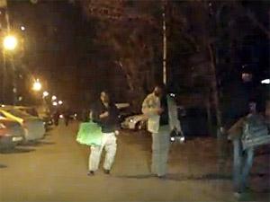 В Голубом пьяная компания повредила несколько машин