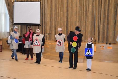 Артисты «Ведогонь-театра» напомнили ребятам о Правилах дорожного движения