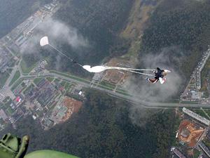 Прыжки с парашютом в этом году устроят дважды
