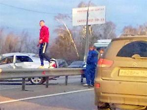 На Ленинградке автомобиль сбил пешехода и врезался в фуру