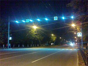 Семь пешеходных переходов хотят оборудовать более яркими светофорами и плафонами