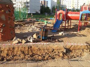 Детская площадка после «бомбежки»