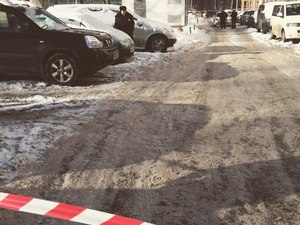 Двор в 3-м районе оцепили из-за пакета под автомобилем