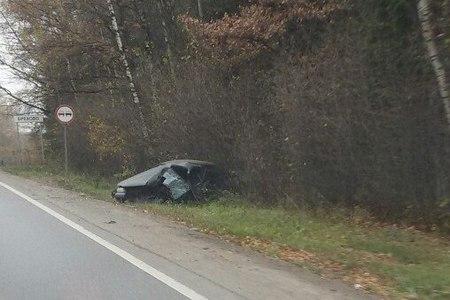 Легковушка вылетела в кювет после столкновения с 400-м на Пятницком шоссе
