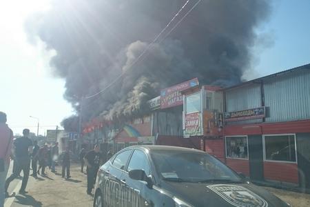На Пятницком шоссе в Горетовке сгорел стройрынок