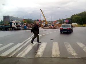 У нового перекрестка на Панфиловском сбили пешехода