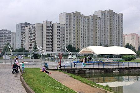 У Михайловского пруда возвели шатры для ярмарки выходного дня