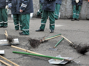 Работницу ЖКХ оштрафовали за нелегальных дворников