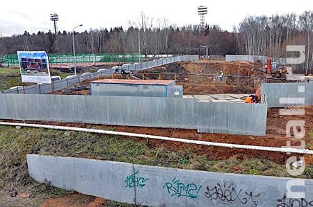 У стадиона МИЭТ начали строить развлекательный центр