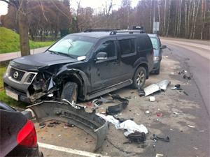 В 11-м микрорайоне водитель без прав разбил две машины
