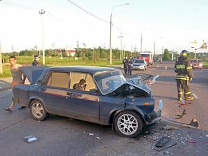 Один человек пострадал в двойной аварии на Кутузовском шоссе