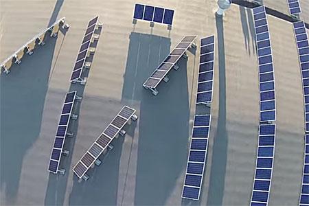 Объяснено появление гигантского матерного слова на крыше здания