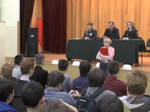 Старшеклассникам предложили поступать в вузы МВД