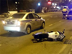 Двое юношей пострадали при падении с мотоцикла на Центральном проспекте