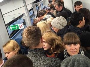 Из-за поломки половины состава в крюковской «Ласточке» образовалась толкучка