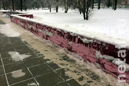 С «гламурного парапета» в 11-м микрорайоне сошла свежая краска
