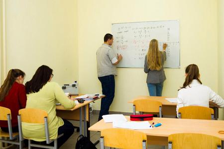 «Хорошист» приглашает старшеклассников на курсы ЕГЭ и ОГЭ