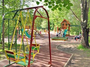 Директоров трех «Жилищников» оштрафовали за небезопасные детские площадки