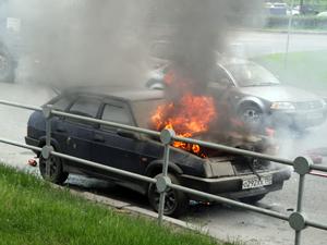 На Сосновой аллее сгорел автомобиль