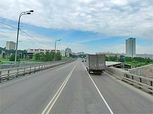Пьяный пешеход бросался под машины на мосту у МИЭТа