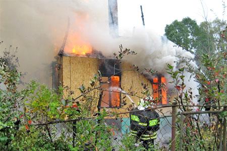 На Алабушевской улице сгорел частный дом