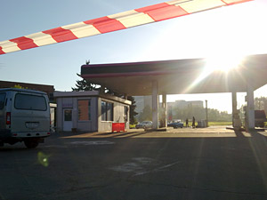 Спецназ оцепил автозаправку у МИЭТа
